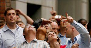 Tâm lý tin tưởng và làm theo những người đi trước của đa số khách hàng