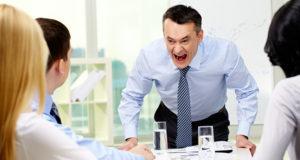 bất đồng ý kiến với sếp la hét