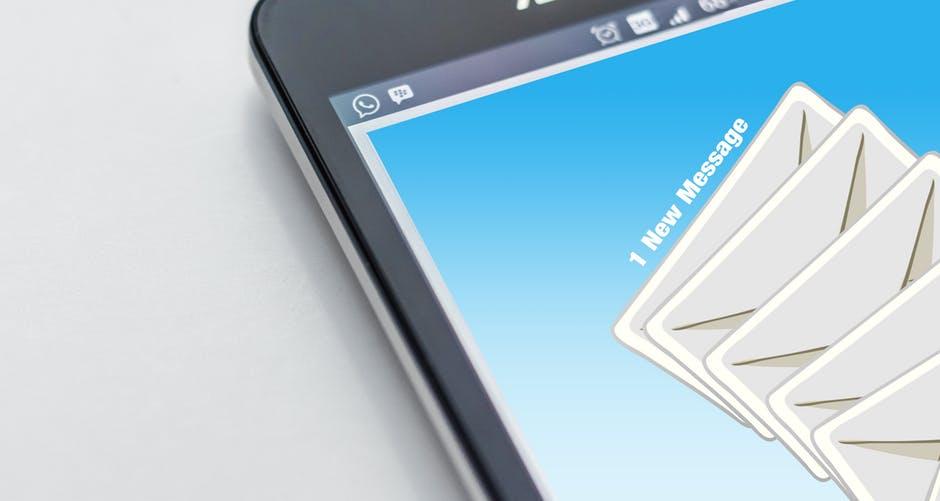 Quản lý email và tài khoản quản trị